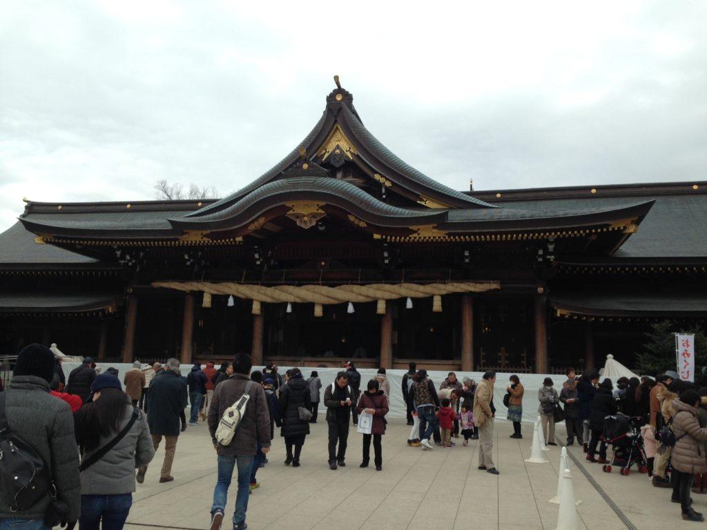 寒川神社の拝殿 写真